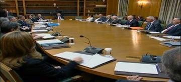 Στο υπουργικό συμβούλιο το «μαχαίρι» στους μισθούς του δημοσίου