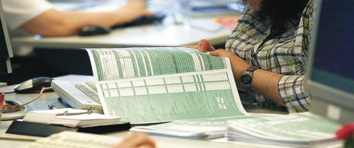Ηλεκτρονικά η φορολογική δήλωση για μισθωτούς και συνταξιούχους με εισοδήματα πάνω από 15.000 ευρώ