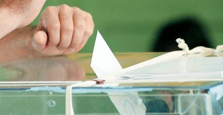 Παραμένει πρώτο κόμμα ο ΣΥΡΙΖΑ στις δημοσκοπήσεις