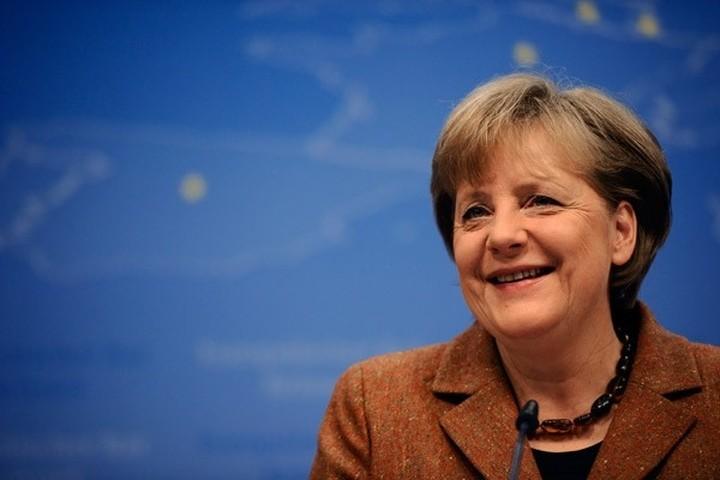 Μέρκελ: Έχω τη θέληση να κρατήσω την Ελλάδα στην ευρωζώνη