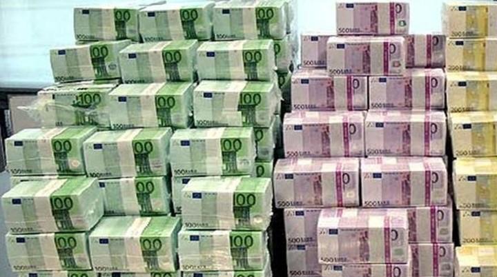 Σε χαμηλό 21 μηνών το ευρώ