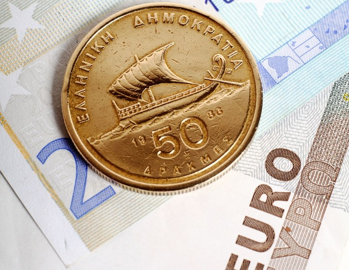 Bloomberg: Δεν είναι απόλυτα εγγυημένες οι καταθέσεις εάν «σπάσει» η Ευρωζώνη