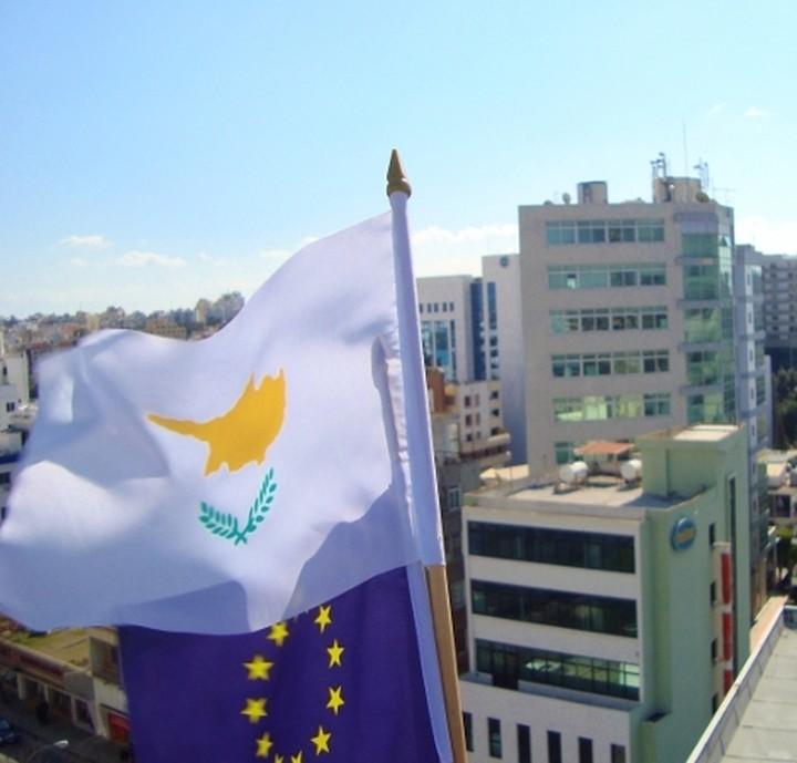 Αμεσα μέτρα απαιτεί από την Κύπρο, η Κομισιόν