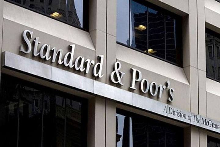 S&P: Μία στις τρεις οι πιθανότητες της Ελλάδας να τεθεί εκτός ευρωζώνης