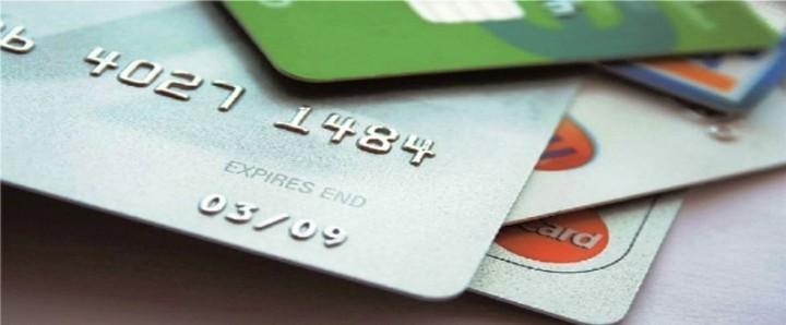 """Πιστωτικές κάρτες: Η """"παγίδα"""" της ελάχιστης καταβολής"""