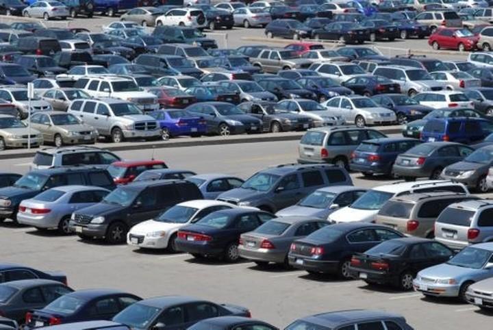 ΕΛΣΤΑΤ: Nέα δραματική πτώση 37,3% του τζίρου στον τομέα των αυτοκινήτων