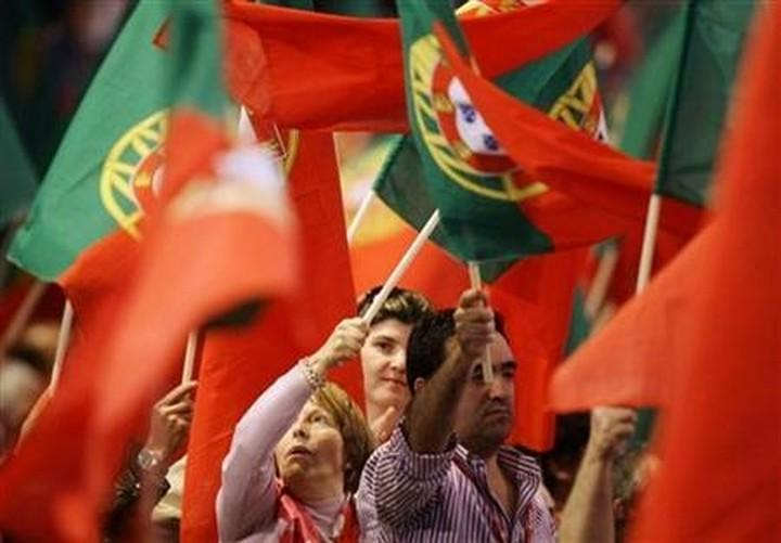 Πορτογαλία: Πιέσεις στον Κοέλιο να ζητήσει επαναδιαπραγμάτευση του Μνημονίου