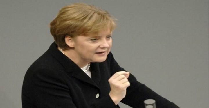 Merkel: Τήρηση των δεσμεύσεων του ελληνικού προγράμματος