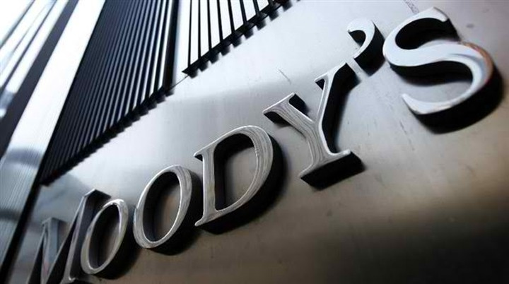 Moody's: Προχώρησε στην υποβάθμιση 15 μεγάλων τραπεζών