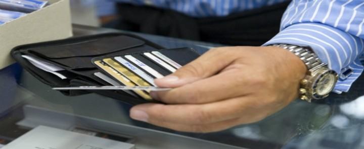 Με συμφέρει να πληρώσω τους φόρους μου με πιστωτική κάρτα;