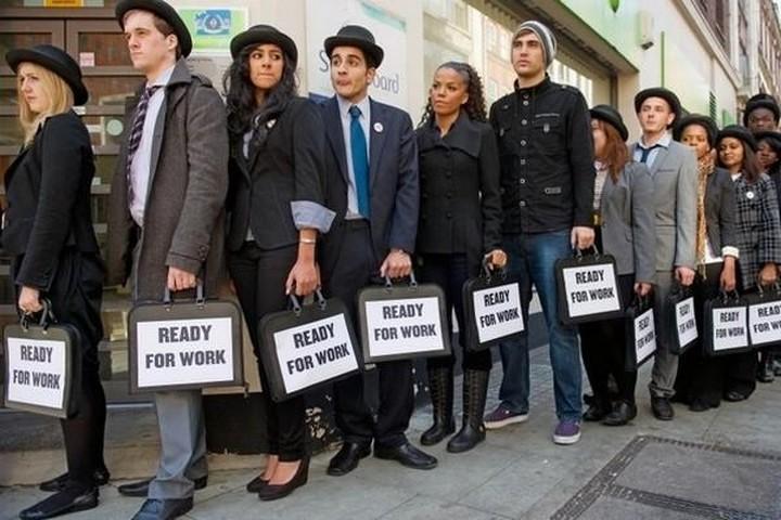 Στο «κόκκινο» η ανεργία και το 2013