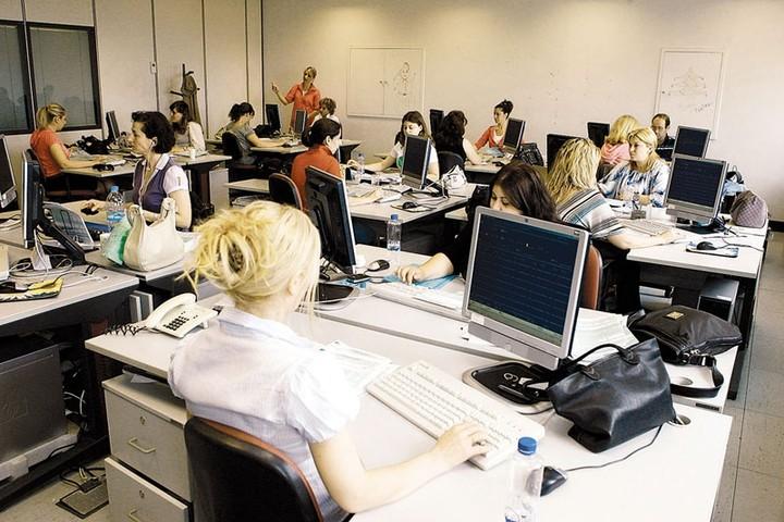 Νέο «ψαλίδισμα» στις αποδοχές των υπαλλήλων στις ΔΕΚΟ