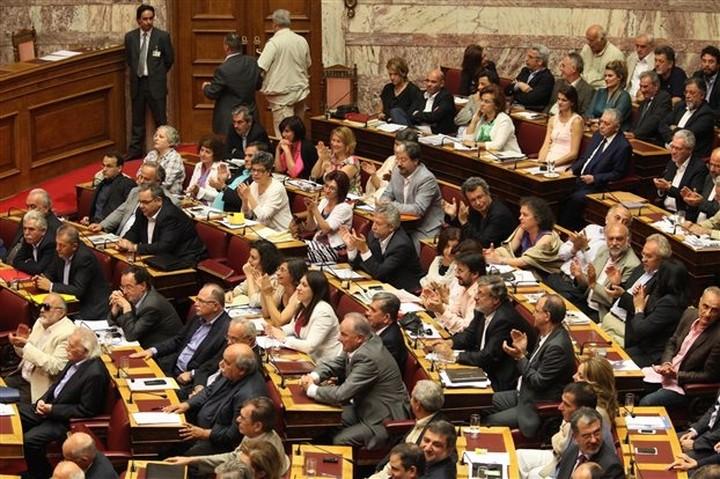 """ΣΥΡΙΖΑ: """"Να μην εφαρμοσθεί το Μνημόνιο για τη δημόσια διοίκηση"""""""