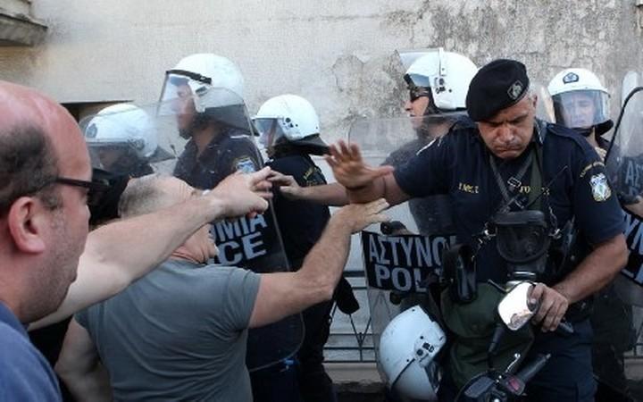 ΚΚΕ: Χτύπημα με γκανγκστερικό τρόπο στη Χαλυβουργία