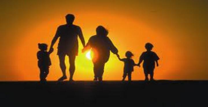Ποιοι γονείς δικαιούνται το επίδομα των 300 ευρώ – Όλη η διαδικασία