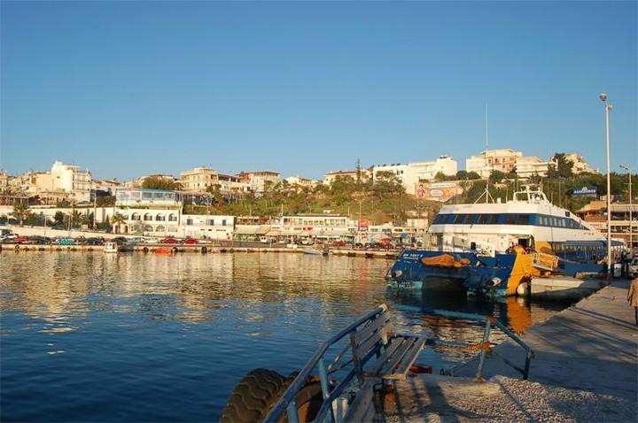Μειωμένη η επιβατική κίνηση στα λιμάνια της Αττικής τον Ιούνιο και τον Ιούλιο