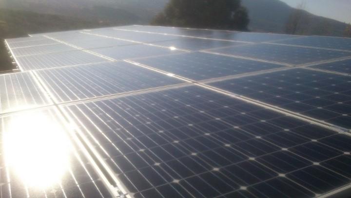 «Κούρεμα» στο εισόδημα της στέγης – γκρεμίζονται οι τιμές των φωτοβολταϊκών