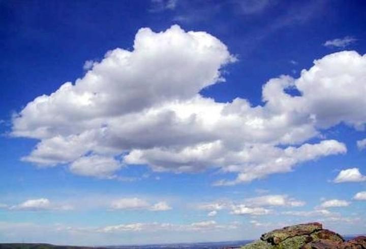 Ζέστη με πιθανότητα βροχής την Δευτέρα