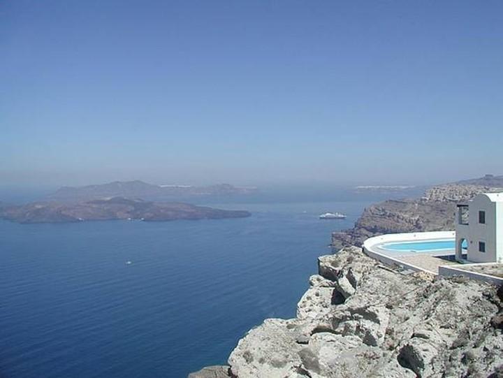«Οι Ελληνες θα πουλήσουν ακόμα και την θάλασσα»