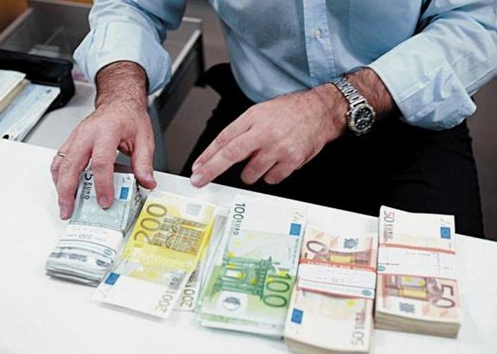 Αύξηση 2% στις καταθέσεις σε ελληνικές τράπεζες τον Ιούλιο