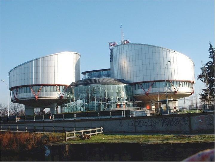 Στο Στρασβούργο προσέφυγαν δικηγόροι και μηχανικοί κατά του Μνημονίου