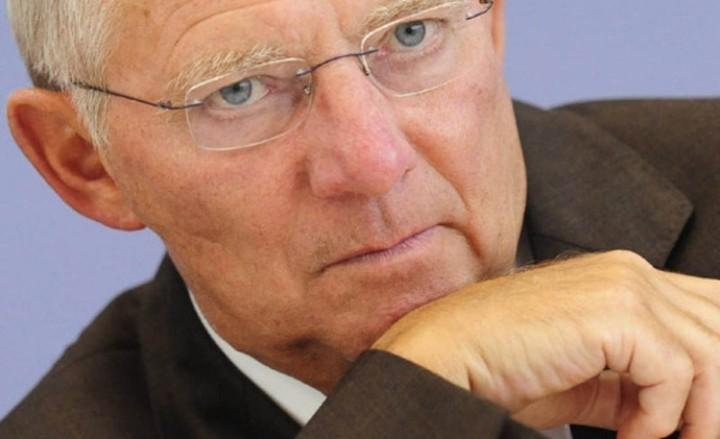 Σόιμπλε: Η Ελλάδα θα παραμείνει στο ευρώ