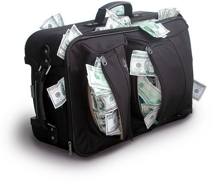 Φόρος έως και 40% σε όσους έβγαλαν χρήματα στο εξωτερικό