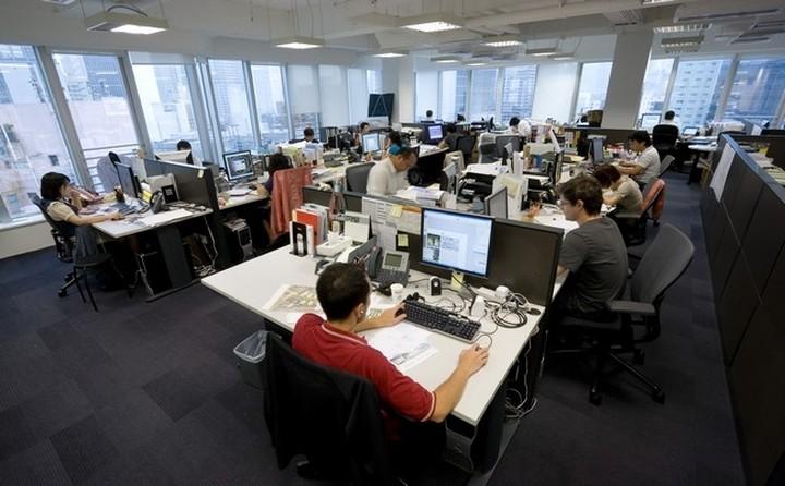 Μόλις 1 στους 2 Έλληνες είναι ικανοποιημένος με την εργασία του