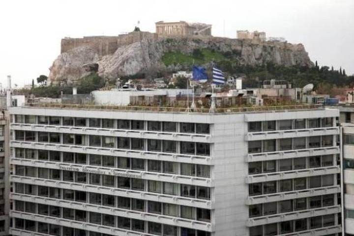 Έξω από το ΥΠΟΙΚ εργαζόμενοι της Τράπεζας Κύπρου