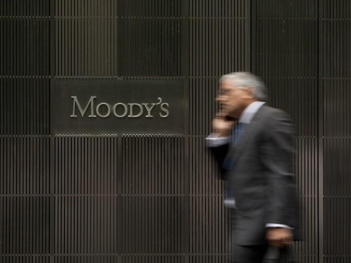 Έξοδο της Κύπρου από το ευρώ βλέπει η Moody's