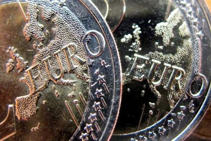FT: Οι τράπεζες εγκαταλείπουν το ευρώ