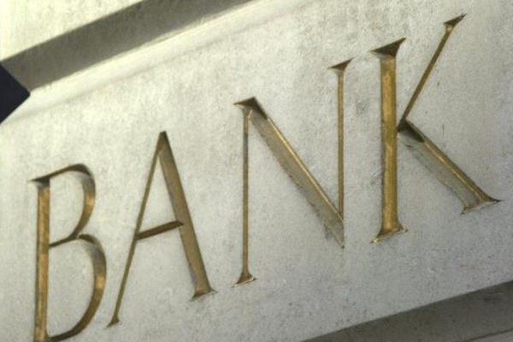 Διαβουλεύσεις για προστασία και των μεγαλοκαταθετών από χρεοκοπία τραπεζών