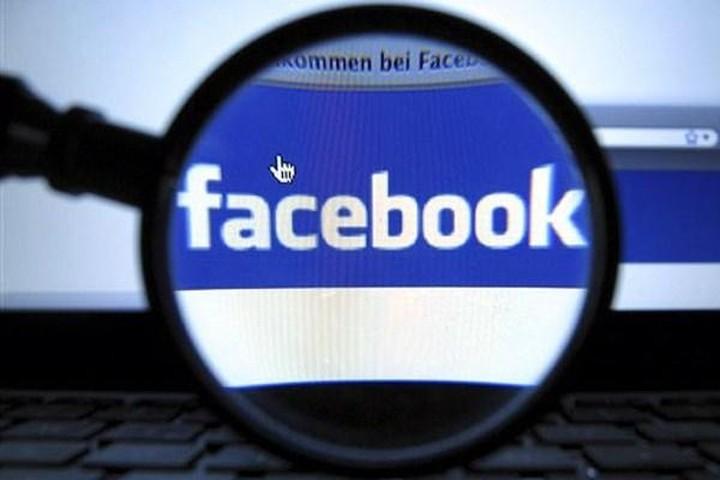Το Facebook σε... ελεύθερη πτώση