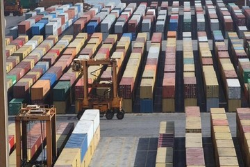 Μείωση 5,7% στις εξαγωγές τον Αύγουστο