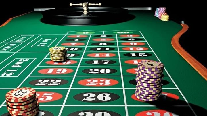 Ο άγνωστος πόλεμος για τις άδειες των καζίνο. Ποιοι τις διεκδικούν