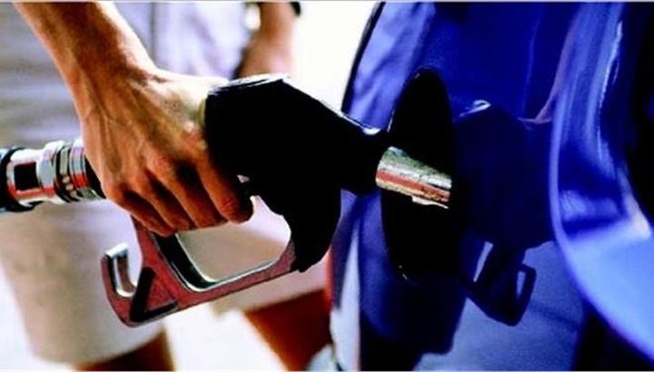 Στην Ελλάδα της κρίσης πληρώνουμε την πιο ακριβή βενζίνη στην Ε. Ε.,παρά κάτι ψιλά.