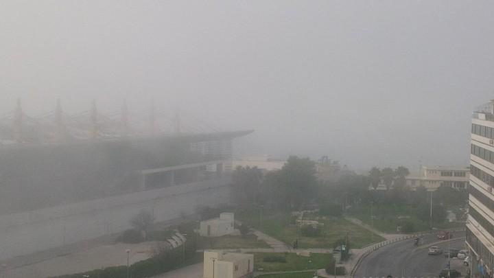 Ομίχλη σκέπασε τον Πειραιά (Πλούσιο Φωτορεπορτάζ)
