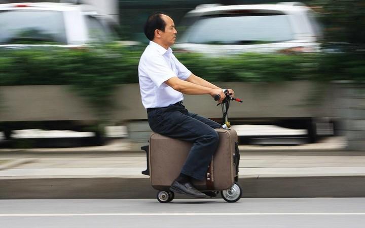 Τρίκυκλη... αποσκευή-σκούτερ για σύντομα ταξίδια