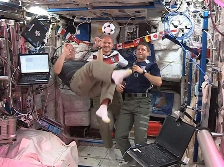 Βλέπουν Μουντιάλ και στο Διάστημα!