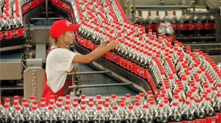 Η δικαιοσύνη ζήτησε επαναπρόσληψη 821 απολυμένων της Coca-Cola