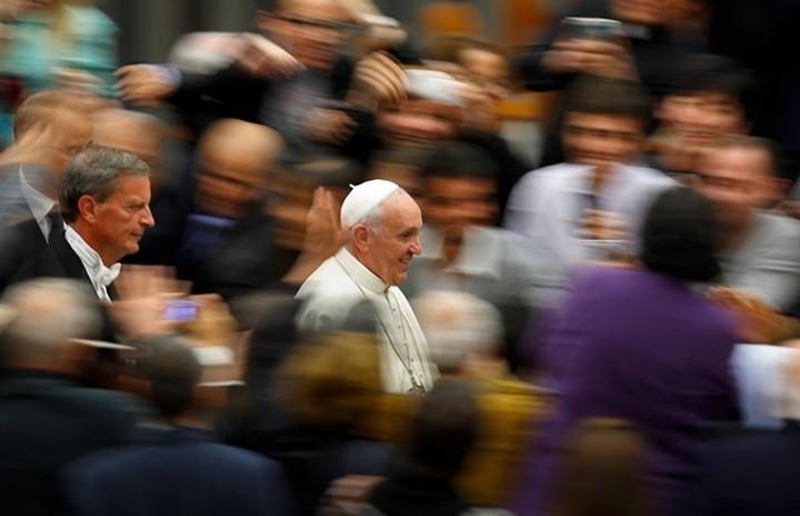 Ο Πάπας Φραγκίσκος τα σέρνει σε χρηματαγορές και διεφθαρμένους πολιτικούς