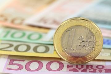 Κατρακύλα για τις αποδόσεις των προθεσμιακών – Τι προσφέρουν οι τράπεζες