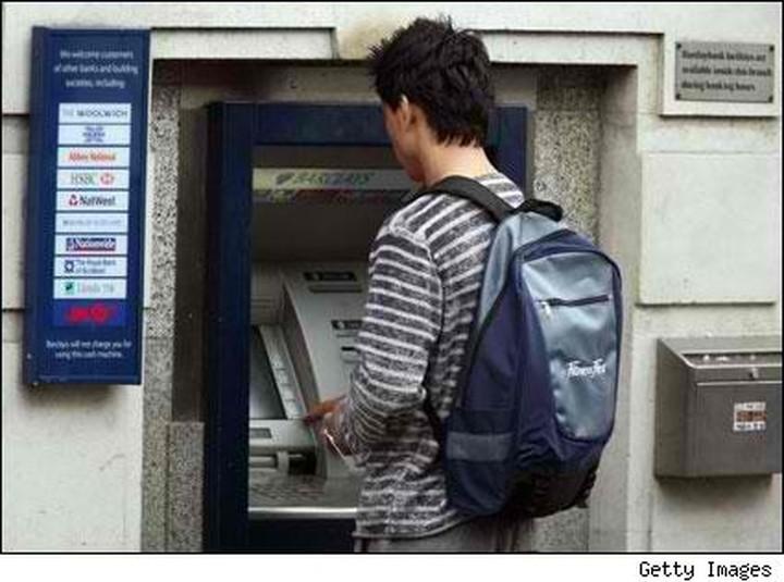 Ο δύσκολος τοκετός αλλαγής στον τραπεζικό χώρο