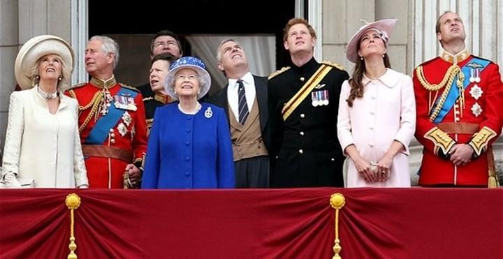 Οι Βρετανοί πληρώνουν ακριβά τη βασιλική οικογένεια