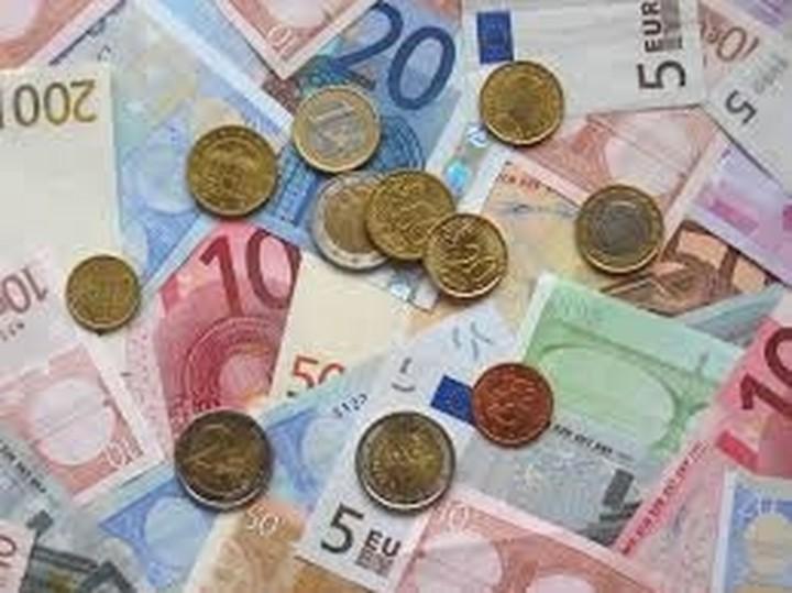 Τη θέσπιση κατώτατου ωρομισθίου 8,50 ευρώ ενέκρινε η Γερμανία