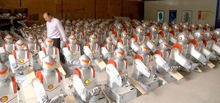 Δέκα χιλιάδες ρομπότ αντικαθιστούν άμεσα εργαζόμενους