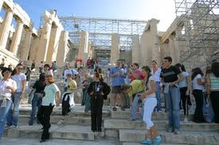 ΕΛΣΤΑΤ: Αύξηση 16% κατέγραψε ο αριθμός των τουριστών που επισκέφθηκαν τη χώρα το α΄ τρίμηνο του 2014