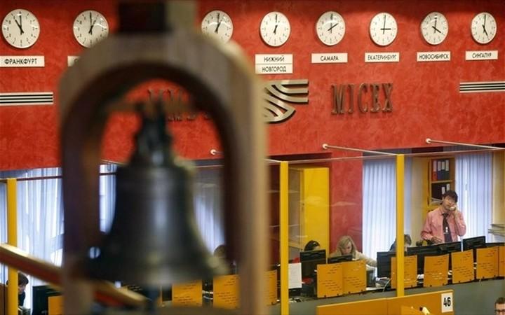 Απαγόρευση αγοράς μετοχών και ομολόγων ρωσικών τραπεζών