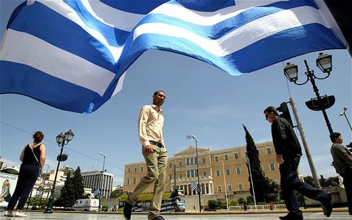 FT: Η ελληνική οικονομία γυρίζει σελίδα, αλλά παραμένουν οι φόβοι για το μέλλον της