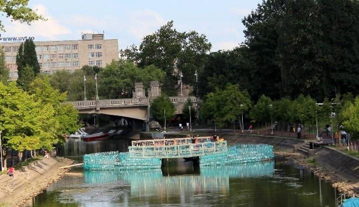 Αυτοσχέδια γέφυρα από 104.502 πλαστικά μπουκάλια